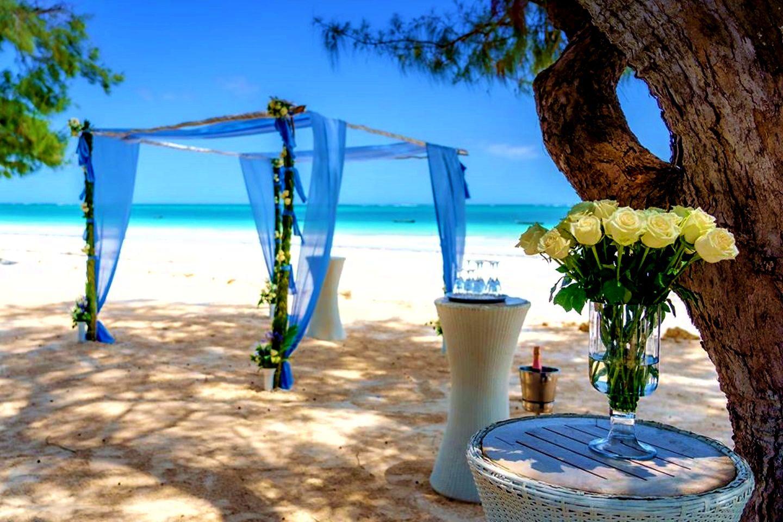 The Private Ocean Club - Galu 723 - Beach Wedding 16